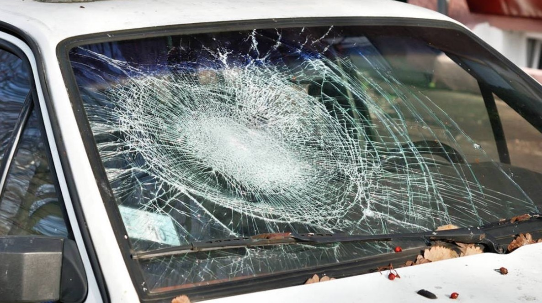 mi-hanno-rotto-il-vetro-della-macchina-cosa-copre-assicurazione-auto-su-parabrezza-6291382